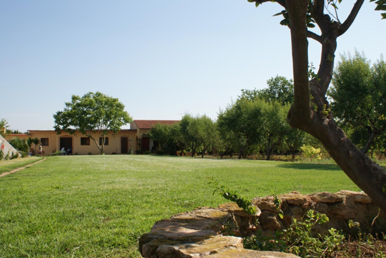 Jardines y tranquilidad en el Centro de tratamiento y desintoxicacion de adicciones Llaurant La Llum